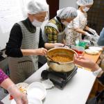 もとはち東ふれあい食堂に食品をお渡ししました。(2017/4/16)