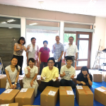 IVUSA東京日野クラブの学生ボランティアの皆さんと箱詰め作業(8/4)