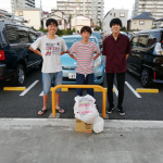 東村山西高校の生徒の有志の方々から食品30キロをいただきました(8/26)。