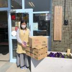 お菓子類を日野市内の10箇所の児童館へお届け(3/19)